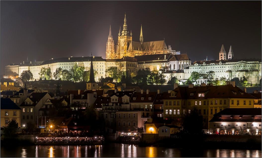 Pour PRAGUE ...suivez la flèche ... + la suite - Page 2 Pb_549-423a2de