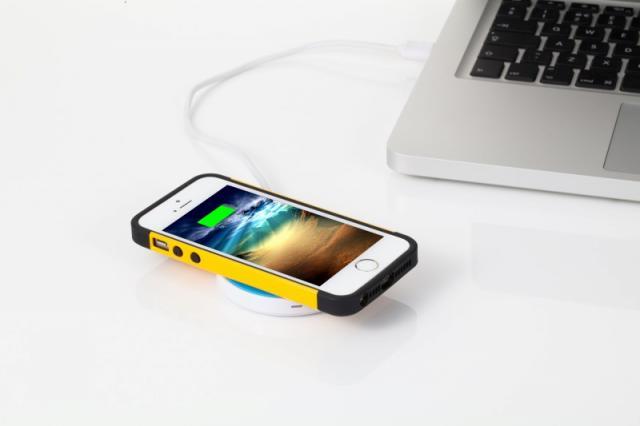 iQi, el cargador inalámbrico para iPhone más cómodo del mundo-http://img95.xooimage.com/files/8/d/5/39-42123a6.jpg