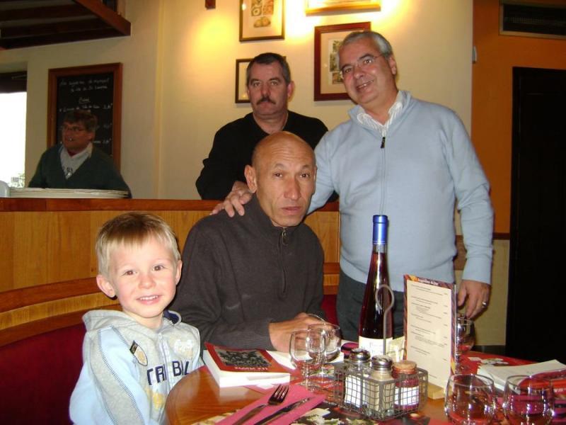 Une photo d'anciens avec le fils de Jean-Michel  170947_1561290672...015741_o-41ad0a9